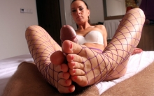 fishnets-footjob
