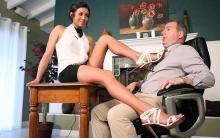 Hot Mistress footdom